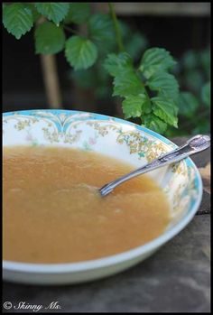 I not only love this Slow Cooker Apple Sauce for snacks but I LOVE to cook healthy recipes with it too!  #healthy #slowcooker #applesauce