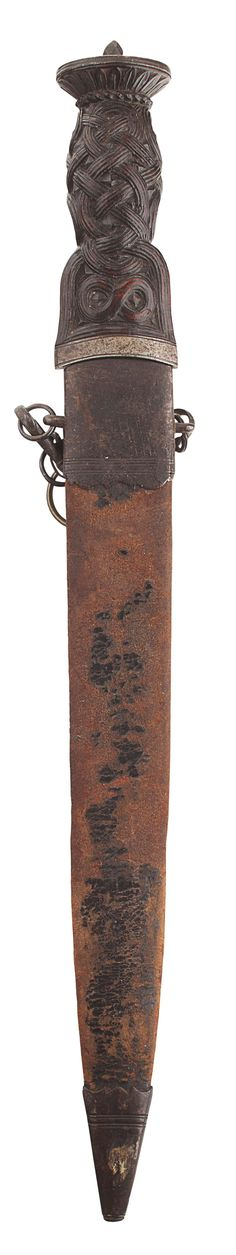 A MID 18TH CENTURY HIGHLAND DIRK OVERALL LENGTH 44CM (17.25 INCHES), BLADE 22CM (8.75 INCHES) LONG - SALE 429 - LOT 130 - LYON & TURNBULL