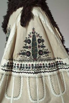 Ideas For Embroidery Designs Fashion Embellishments Beautiful Hungarian Embroidery, Folk Embroidery, Hand Embroidery Designs, Modern Embroidery, Embroidery Ideas, Cape Designs, Textiles, Folk Costume, Embroidery Techniques