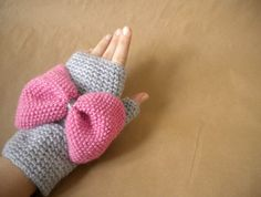 Fudumudu bowbow gloves and brooch $44.00. WANT