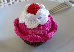 FREE Crochet Cupcake Pattern and Tutorial