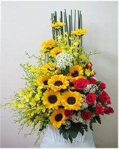 Church Flower Arrangements, Tropical, Do You Like It, Ikebana, Ideas Para, Flower Power, Floral Wreath, Projects To Try, Wreaths