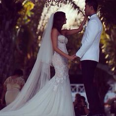 Amazing Leah da Gloria wedding dress