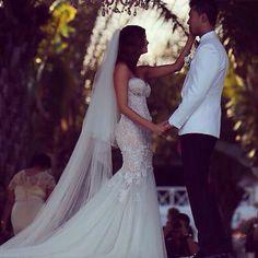 Amazing Leah da Gloria wedding dress