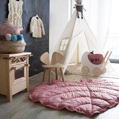 Good morning!☀️☕️absolut verliebt in #nofred Blatt  und Kinderstuhl , die machen das Zimmer soooooo gemütlich! • via ▶️ @_milchundhonig_ • этот розовый листик и стульчик - моя новая любовь , и комнатка сразу такая уютная  #девочкинырадости