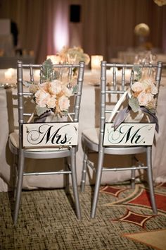 LOVE these Mr & Mrs signs for the head table