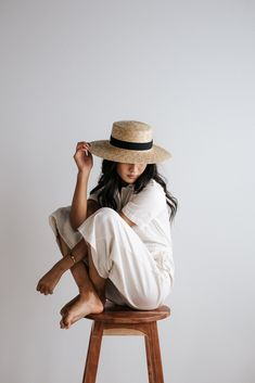 Faye Medium - Natural Straw Boater Hat - List of affordable cars Portrait Photography Poses, Photo Portrait, Photography Poses Women, Photo Poses, Photography Tips, Glamour Photography, Lifestyle Photography, Editorial Photography, Photography Outfits