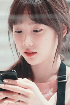 Uploaded by Kukkungie. Find images and videos about kpop, snsd and taeyeon on We Heart It - the app to get lost in what you love. Kpop Girl Groups, Korean Girl Groups, Kpop Girls, Sung Kyung, Kim Tae Yeon, Yoona Snsd, Taeyeon Gif, Kim Yoo Jung, Girl Short Hair