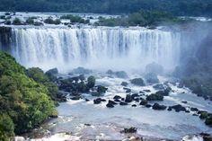 Anche oggi la nostra rubrica giornaliera Lo scopriremo solo viaggiando!Sapevate che Le cascate di Iguazú sono state classificate le cascate più belle del mondo? uno specchio dove Argentina e Brasile si guardano attraverso centinaia di corsi d'acqua e una vegetazione e una fauna da favola! queste #cascate si trovano in mezzo e di conseguenza c'è la possibilità di fermarsi in #Brasile, a Foz do Iguaçu, e in #Argentina, a Puerto Iguazú fonte:viaggievacanze.com