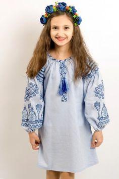 Сукня для дівчинки «Розкіш» виконана з натуральної лляної тканини  блакитного кольору. Довгий рукав 2e652a856cc27