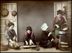 old japanese woman's housework Japanese Pics, Japanese Farmer, Japanese History, Vintage Japanese, Japanese Art, Old Pictures, Old Photos, Vintage Photographs, Vintage Photos