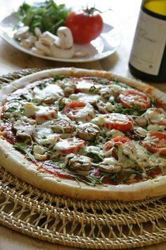 arugula-tomato pizza