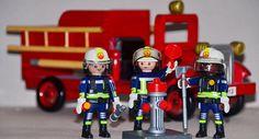 via sputniknews.com 96 Prozent der Deutschen vertrauen am meisten Feuerwehrleuten und Sanitätern, wie aus einer repräsentativen Umfrage des GfK-Vereins hervorgeht. Auch weltweit wird diesen zwei Berufsgruppen am meisten Vertrauen entgegengebracht.  © Flickr/ Harald Henkel