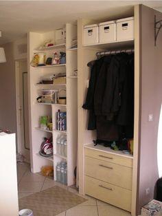 Aménagement d'un garage en bureau et buanderie - Vue du couloir