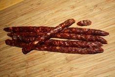 Domowe kabanosy z wędzoną papryką Kielbasa, Polish Recipes, Smoking Meat, Sausages, Dom, Food Food, Adventure, Cold Cuts, Polish Food Recipes