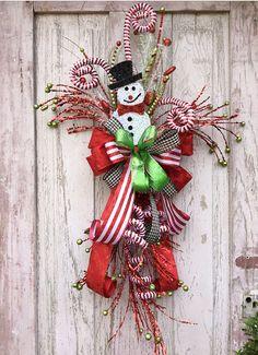 Snowman wreath Snowman Christmas Wreath Christmas by Keleas Christmas Swags, Christmas Door, Holiday Wreaths, Christmas Snowman, Holiday Crafts, Merry Christmas, Christmas Ornaments, Snowman Door, Snowman Wreath