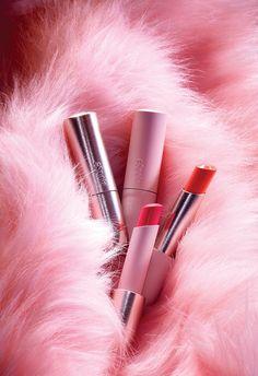 Chanel Makeup, Pink Makeup, Girls Makeup, Eye Makeup, Mac Lipstick Shades, Oriflame Beauty Products, Flatlay Makeup, Makeup Drawing, Makeup Wallpapers