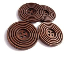 This natural wood button is perfect for your craft, knitting, sewing .etc project. Nice to add a final touch to your craft! Damier, Sewing A Button, Little Gifts, Fiber Art, Craft Supplies, Crochet, Projects To Try, Diy Crafts, Buttons