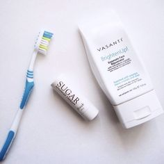My best friend gave me this amazing moisturizing lip treatment by @freshbeauty. I use it every day to keep the winter dryness away.  When my lips are really bad, I use my favourite scrub #BrightenUp (from @vasanticosmetics), with a soft toothbrush to gently brush away any rough spots. Makes your lips very kissable.   #beauty #beautyaccount #tiptuesday #beautytip #brightenup #madeincanada  #winter #29SecretsApproved
