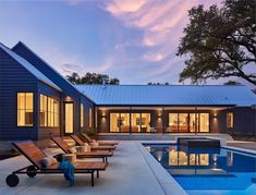 This open and airy modern farmhouse style residence was designed by Stuart Sampley Architect, located in the Bull Creek area of Austin, Texas. Featured in the 2017 AIA Austin Tour of Homes, this mo… Farmhouse Frames, Modern Farmhouse Exterior, Modern Farmhouse Style, Farmhouse Design, Fresh Farmhouse, Texas Farmhouse, Stommel Haus, Indoor Outdoor, Outdoor Living