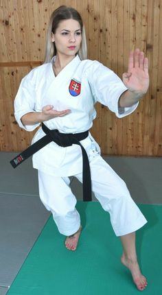 - Sport News Best Martial Arts, Martial Arts Women, Action Pose Reference, Action Poses, Female Martial Artists, Fighting Poses, Karate Girl, Aikido, Female Poses