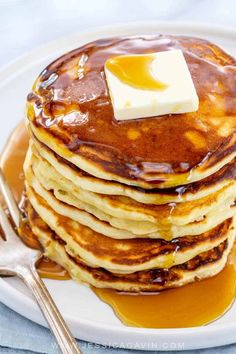 Easy to make homemade pancakes stacked up high and drizzled with sweet and sticky maple syrup makes breakfast time better. #pancakes #ihop #breakfast #flapjacks #buttermilk Oat Pancakes, Homemade Pancakes, Pancakes Easy, Waffles, Ihop Breakfast, Breakfast Time, Breakfast Recipes, Breakfast Casserole, Breakfast Ideas