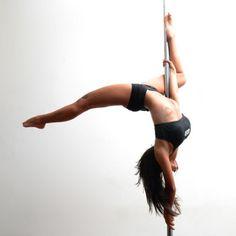 Pole Dance a casa La guida per iniziare a praticamente Pole dance, dentro le mura di casa propria. La pole dance , spesso erroneamente associata alla lap da