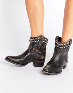 2a483f6abbbf Frye   Frye – Diana – Kurze Ankle-Boots aus Leder mit Nieten im Westernstil