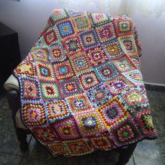 Manta de Crochê feita de linha. Podendo ser usada como manta de sofá. Medida: 150 cm X 125 cm R$ 316,25