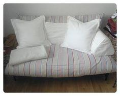 Matratzen von Futon-Sofas sind in der Regel 140 cm breit, Stoffbahnen 150 cm - da bietet es sich an auszuprobieren, ob man da einen Überzug machen kann. Dieser ist mein aktueller Lieblingsbezug, hab aber noch 4 andere. Die Couch selbst ist übrigens terrakottaorange ...