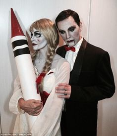 Courteney Cox pulled off a seriously creepy Annabelle doll costume at Kate Hudson's Halloween bash -- see the scary pics Scary Couples Halloween Costumes, Doll Costume, Spirit Halloween, Halloween Fun, Halloween Decorations, Halloween Makeup, Costume Ideas, Zombie Couple Costume, Diy Halloween Costumes