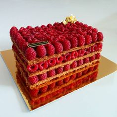 2,550 mentions J'aime, 43 commentaires – Anahit Mikayelyan (@anahitmikayelyan) sur Instagram : « Raspberry millefeuille cake #pastryinspiration #pastrylove #foodlover #foodart #raspberry #vanilla… »