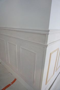 Wainscoting Wall, Wainscoting Styles, Wall Molding, Retro Home Decor, Wall Treatments, Diy Home Improvement, Wall Design, Interior And Exterior, Decoration