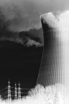 ükleer Enerjinin Faydaları ve Zararları konuşacağız. Nükleer enerjinin son yıllarda ülkemizde gündeme gelmesi ile yararları ve zararları hakkında çokça bilgi edindik. Nükleer enerji nedir? Nükleer santral nedir? Yararları nelerdir? Zararları nelerdir gibi konuları bir makalede toplamak istedik. Buyrun beraber bakalım. Her şey 1789 yılında uranyumun keşfedilmesi ile başladı.