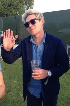 Niall Horan wearing Le Specs Hey Macarena Sunglasses