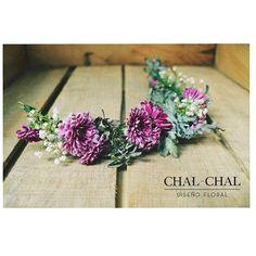 Porque cada novia es distinta y especial!!#tocado en tonos violetas para Maca  #chalchalflores #wedding