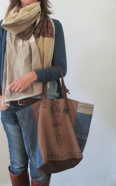 Image of Sac Fourre-Tout zippé { } Diy Jeans, Recycle Jeans, Jean Diy, Denim Ideas, Denim Crafts, Diy Handbag, Boho Bags, Recycled Denim, Denim Bag
