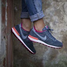 Nike WMNS Internationalist (grau / pink) - 43einhalb Sneaker Store Fulda