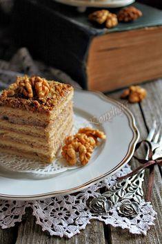 A diós és a mákos sütemények a Magyar konyha klasszikus desszertjei. Szerintem... Nem hiába emelik létezésükkel ... Poppy Cake, Izu, Naan, Cake Cookies, Tiramisu, French Toast, Food Photography, Cooking Recipes, Breakfast