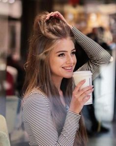 Photography Coffee Woman Beauty Ideas For 2019 Cute Girl Photo, Girl Photo Poses, Girl Poses, Beautiful Long Hair, Gorgeous Women, Modeling Fotografie, Foto Casual, Coffee Girl, Girly Pictures
