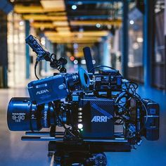 Would you like to try an Arri setup? Arri Alexa mini + Panavision  by @bretcurry Tag your film crew #camera #gear #arri #alexamini #arrialexa #panavision #videoshoot #director #videography #cameras #lens #cameracrew