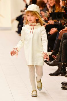 Our most loved childrenswear brand, Bonpoint, recently presented their Winter 2018 collection. Here are our favorite looks and moments from the show. Casual Winter Outfits, Holiday Outfits, Young Fashion, Girl Fashion, Kids Fashion Show, Kids Outfits, Cool Outfits, Cute Young Girl, Zara