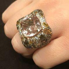 A morganite, sapphire and diamond ring, by Alessio Boschi. @alessio_boschi_jewels @ambassadjewels #morganite
