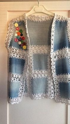 De moda con chalecos de ganchillo de mujer - Ropa a crochet - Fabric Patterns, Knitting Patterns, Sewing Patterns, Shirt Patterns, Crochet Designs, Crochet Jacket, Crochet Blouse, Crochet Vests, Jackets