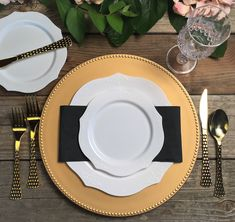 Set the loveliest table ever for your wedding without busting your budget! These vintage-inspired plates are totally gorgeous and will match any color charger plate, flatware, linen choice or theme! From boho to modern, Smarty has an option for you! We matched them with our hammered flatware in gold (it also comes in silver!). Let's party! Round Table Settings, Fancy Birthday Party, Romantic Table, Disposable Plates, White Dinner Plates, Wedding Place Settings, Grilling Gifts, 50th Wedding Anniversary, Colored Highlights