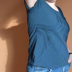 12 aus dem Stoffregal. 1.Struktur Applikationen auf Jersey Ruffle Blouse, Tops, Fashion, Appliques, Kleding, Moda, Fashion Styles, Fashion Illustrations