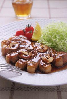 お天気にも恵まれ、過ごしやすい日々が続きましたが、今日から怪しい空模様。 明日は久しぶりの雨となりそうです。 この雨で、一気に気温が下がるとツライなぁ... Home Recipes, Asian Recipes, Ethnic Recipes, Pet Water Fountain, Pretzel Bites, Sausage, French Toast, Food And Drink, Bread