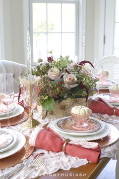 Seasonal Tablescapes from Designthusiasm featured on Shabbyfufu. Beautiful DIY ideas perfect for Thanksgiving and Christmas entertaining.