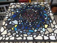 Fase II: riempire gli spazi tra piastrelle con stucco nero.