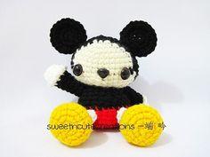 Mickey Mouse Crochet Pattern | Knitting Bordado Amigurumi Patterns, Knitting Patterns, Crochet Patterns, Crochet Doll Clothes, Crochet Dolls, Crochet Mickey Mouse, Crochet Teddy Bear Pattern, Baby Mickey, Knitted Animals